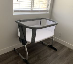 Bassinet. Baby delight. Bedside sleeper. for Sale in Las Vegas, NV