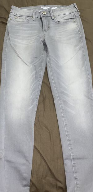Denizen from LEVI's low-rise jeggings (size: XS-S) for Sale in Las Vegas, NV