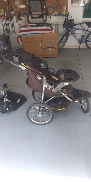 Baby Trend jogging stoller/car Seat for Sale in Medford, OR