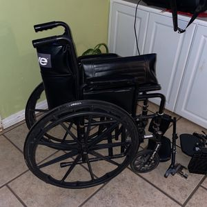 Free Wheelchair for Sale in Escondido, CA