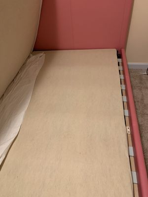 Pink Twin bed frame for Sale in Manchester, MO
