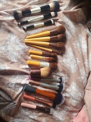 Makeup brushes 16 total for Sale in Seattle, WA