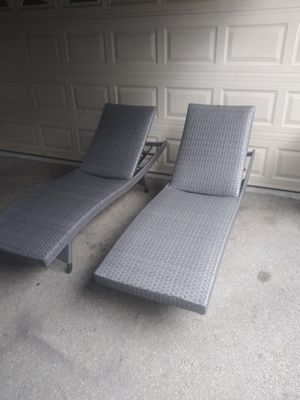Outdoor patio chaise lounge chairs for Sale in Thousand Oaks, CA