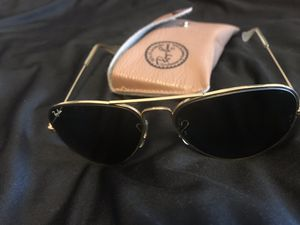 Rayban Ray Ban aviator Classic sunglasses W hard case like New no scratches for Sale in San Francisco, CA
