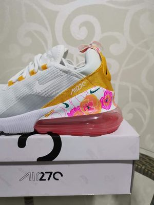 Women air max 270, running shoe basketball shoe white / floral. for Sale in Hopewell Township, NJ