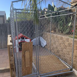 Dog Kennel/ Dog House Pick Up Only for Sale in Beaumont, CA