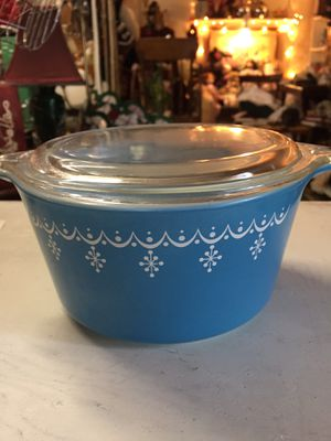 VINTAGE PYREX BLUE SNOWFLAKE GARLAND 1 qt for Sale in Scappoose, OR