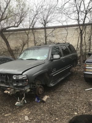 2000 Chevy Tahoe parts only. Partes solamente 4x4 for Sale in Dallas, TX