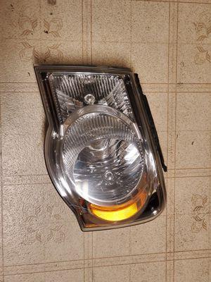 Chrysler Aspen Driver headlight assembly for Sale in Portland, OR