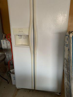 Frigidaire refrigerator for Sale in San Antonio, TX