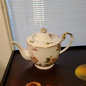 Vintage Lynmore Fine China Japan- Golden Rose Teapot for Sale in San Antonio, TX