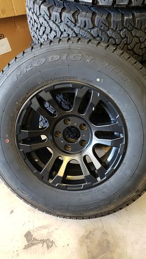 """15"""" mb wheel with like new 235 75 15 tire for Sale in Buda, TX"""