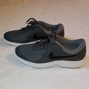 NIKE YOUTH 5.5 (WOMANS 7) NEW for Sale in El Paso, TX