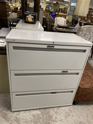 File cabinet by Hon no key $65 for Sale in Southington, CT