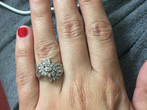 Floral style diamond ring for Sale in Miami, FL