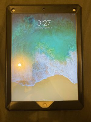 White 12.9'' 256GB ipad pro 1st generation in great condition white with case and carrying bag No scratches or cracks on screen, the screen has a sc for Sale in Medley, FL