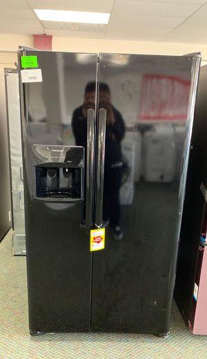 BRAND NEW FRIGIDAIRE LFSS2612TE refrigerator OWB for Sale in Garden Grove, CA