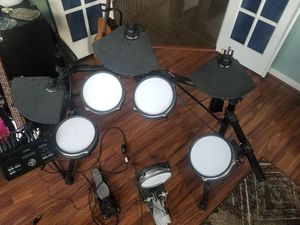 Yamaha DTX drum set with equalizer for Sale in Baltimore, MD