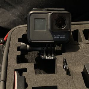 GoPro Hero7 Black W/ SD Card, Xtra Battery, A Few Mounts And Case for Sale in San Jose, CA