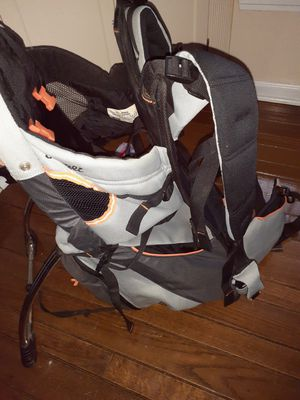 Snuggle baby carrier for Sale in Cleveland, OH