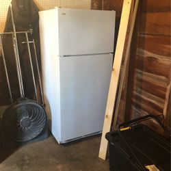 Free Fridge (non Working) for Sale in Vancouver,  WA