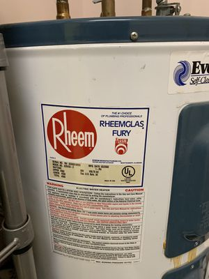 Hot Water Heater 30 Gallon for Sale in Naples, FL