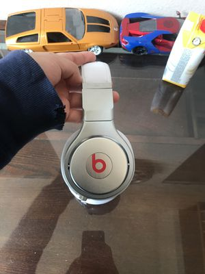 Beats by Dr.Dre pro-High-Performance Studio Headphones White color for Sale in Aurora, CO