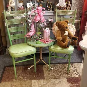 Cute Table & Chairs (Metal) for Sale in Clovis, CA