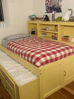 Full Bookcase Daybed Bed With 2- Drawer Captains Trundle for Sale in El Segundo,  CA