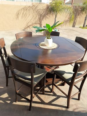 Dining table 6 chair for Sale in San Bernardino, CA