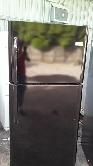 """Refrigerador Frigidaire 30"""" en perfecto estado garantía incluida tres meses for Sale in Hialeah, FL"""