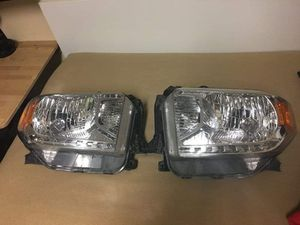 2014-2017 Tundra halogen headlights for Sale in Fort Dix, NJ