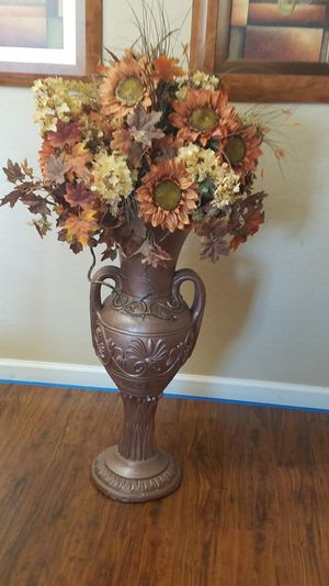 Vase with flowers for Sale in Laveen Village, AZ
