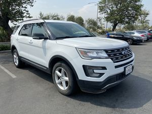 2017 Ford Explorer XLT 3rd row for Sale in San Bernardino, CA