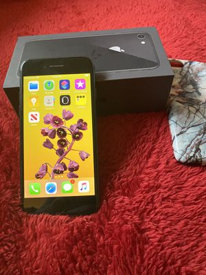 iPhone 8 space gray 64gb AT&T / Cricket for Sale in Shawnee, KS
