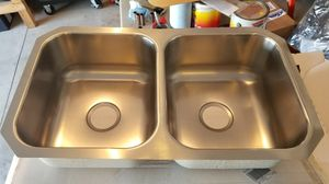 Elkay 31.75-in x 18.25-in Stainless Double-Basin Kitchen Sink. Brand new! for Sale in Pataskala, OH