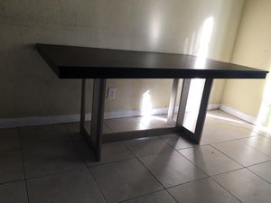 Free dining room table for Sale in Fort Lauderdale, FL