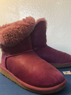 UGG size 5🛍🎀 for Sale in Everett,  WA