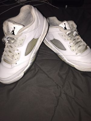 Nike Air Jordan Retro 5 V Low White Metallic Wolf Gray} Size 7y #819172-122 for Sale in Carol Stream, IL