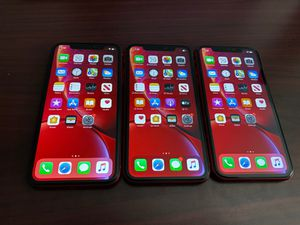 apple iphone xr unlocked 64gb red mint condition for Sale in Naranja, FL