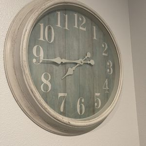 {• Pretty Teal/White Clock •} for Sale in Ocean Shores, WA