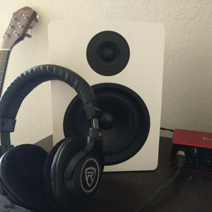 Rockville DPM5W Dual Powered + Pro-M50 Headphones for Sale in Belmont, CA