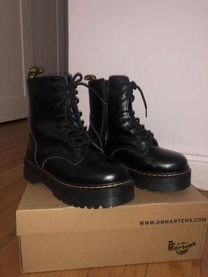 Boots women's Dr. Martens us 9 for Sale in North Miami Beach, FL