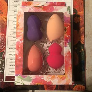 Beauty Blender/ Celavi for Sale in Baldwin Park, CA