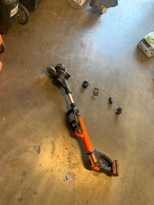 Black and decker weed wacker with battery and charger for Sale in Glendora, CA
