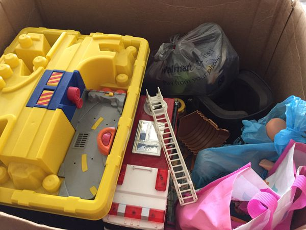 2 big boxes of kids/toddlers toys