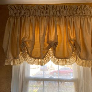 Handmade Silk Balloon Valance ! 6 Pieces !$20 Each for Sale in Valley Stream, NY