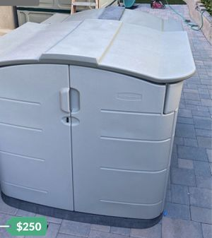 Rubbermaid slide top shed perfect for bikes for Sale in Mission Viejo, CA