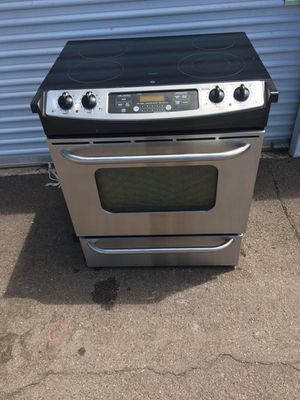 GE, stainless steel electric stove, works Everything very well clean and pleasant, only it crashed The corner glass for Sale in Phoenix, AZ