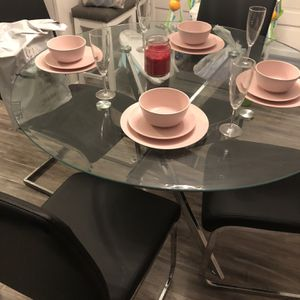 Dining Room Round Table And Chairs for Sale in Baltimore, MD